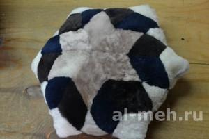 Меховая подушка из натуральной овчины, шестиугольник, цена 600р.