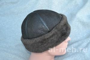 Зимняя шапка-боярка с отворотом, из цельных кусков натуральной дубленочной овчины.