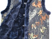 Жилет для рыбалки и охоты, утепленный натуральным овечьим мехом (лоскут натуральной овчины), крытый тканью Алова, цвет черный лес