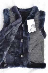 Жилет утепленный детский из лоскута натуральной овчины, крытый стеганной тканью черного цвета
