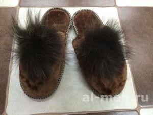 Домашние меховые тапочки с помпоном без страз, цвет - коричневый
